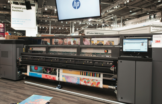 This HP Latex 3000 uses the latest generation of latex inks, which cure at a lower temperature.